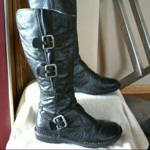 Born BOC boots  MAKE REASONABLE OFFER ☺